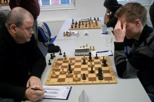 Sergej Kalinitschew gegen Frank Bracker; Sah prächtig aus! Mehr Zeit und klare positionelle Vorteile!