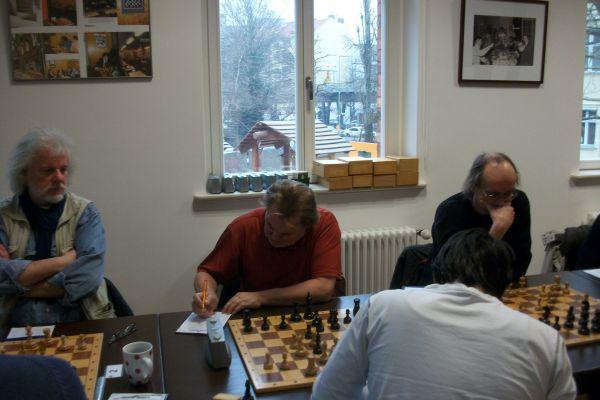 Offenbar hieß das Motto in diesem Kampf an den ersten 3 Brettern mithalten (Michael Wollenzien und Norbert Tauchert remisierten ebenfalls) ...