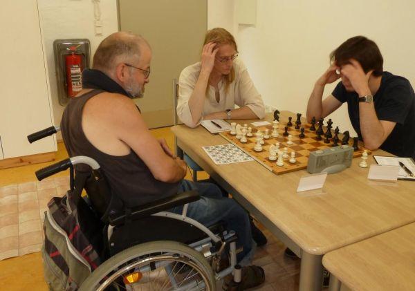 Stefan Lippianowski, schon fast Berlins bekanntester Spieler, sucht stets geistigen Streit am Schachbrett.