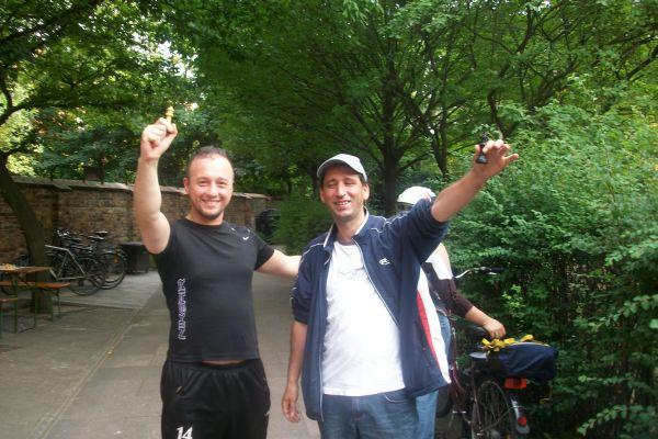 So zeigten sich auch zwei ehemalige Kreuzberger. Wer erkennt sie wieder?