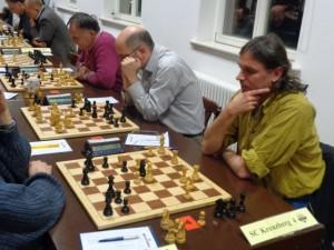 Kreuzberg 4 leider zu dritt. Immerhin konnte Wolfgang an Brett 4 einen vollen Punkt herausspielen.
