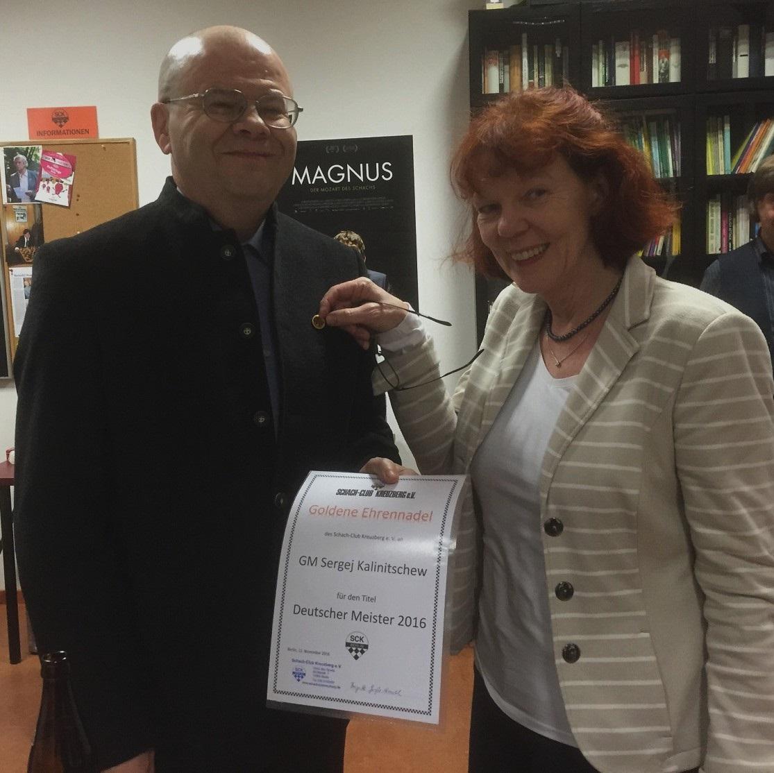 Die Goldene Ehrennadel für Sergej